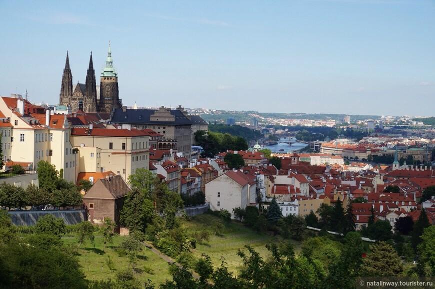 Вид на Прагу со смотровой площадки возле Страговского монастыря