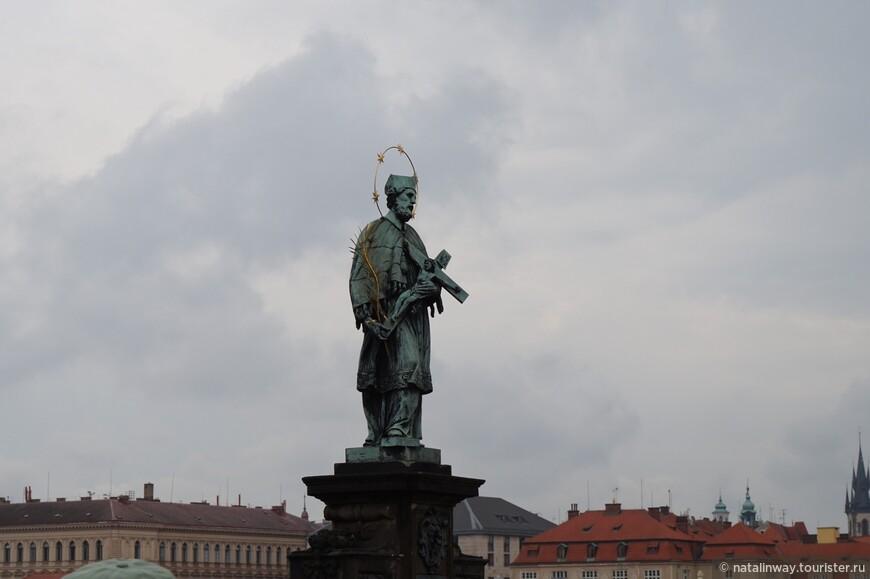 Скульптура Яна Непомуцкого на Карловом мосту.