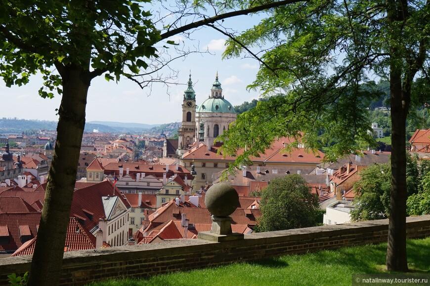 Вид на Малую страну со стороны Пражского града