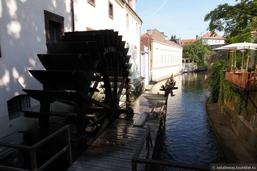 Водяная мельница в Праге на реке Чертовке.