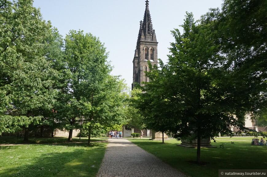 Готический собор св. Петра и Павла на территории Вышеграда