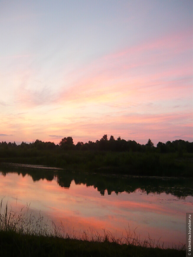 Россия. д. Ульяново. Рассвет. Люблю это время суток летом, когда все становится розовым от восходящего солнца.