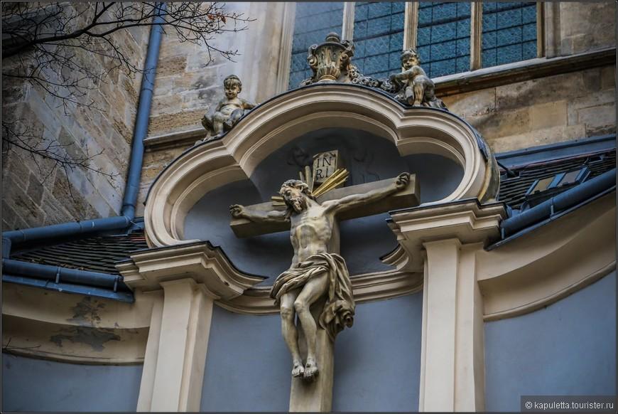 Церковь была заложена после пожара  Оттокаром Пржемыслем. Это была одна из первых готических церквей Австрии. После смерти Оттокара в битве на Моравском поле здесь было устроено прощание с ним, которое продолжалось целых 30 недель. 30 недель гроб с телом покойного стоял в церкви.....