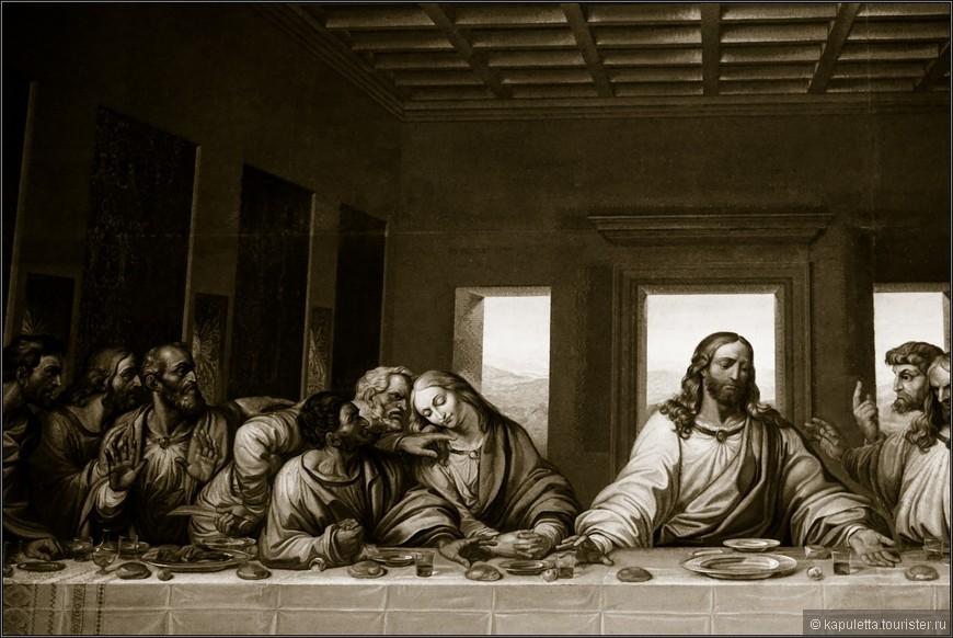 Версия о Марии Магдалине выглядит тем более привлекательно, что с ней очень неплохо согласуется и легенда о Святом Граале . Однако, той чаши, из которой причащались апостолы на тайной вечере и в которую затем собрали кровь Христа, нет ведь ни на фреске, ни, тем более, на мозаичном полотне. Поэтому мы вслед за Дэном Брауном предполагаем, что Леонардо да Винчи просто-напросто изобразил Святой Грааль в виде очаровательной девушки, намекая тем самым ещё и на возможные тайные супружеские узы, связывавшие Иисуса и Марию, а также и на последующее (гипотетическое) рождение их ребёнка.