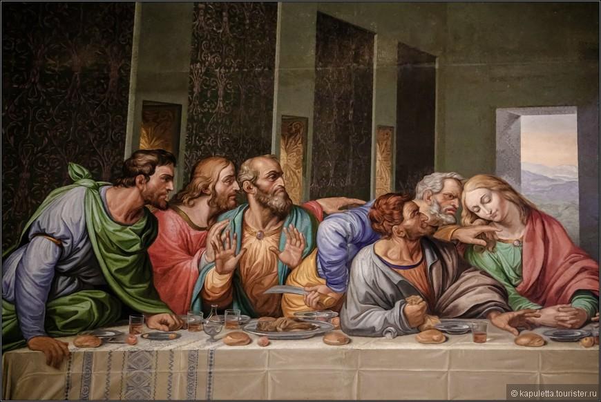 Не исключено, что в «Тайной вечере» имеется ещё и четвёртый код, музыкальный: на фреске зашифрована мелодия духовного гимна. Именно на это в 2007 году обратил внимание итальянский музыковед Джованни Мария Пала. Он наложил на фреску линии нотного стана, предположив, что «нотами» является хлеб — не только тот, что лежит на столе, но и тот, который на разной высоте держат в руках апостолы, — и вдруг понял, что перед ним божественная музыка.