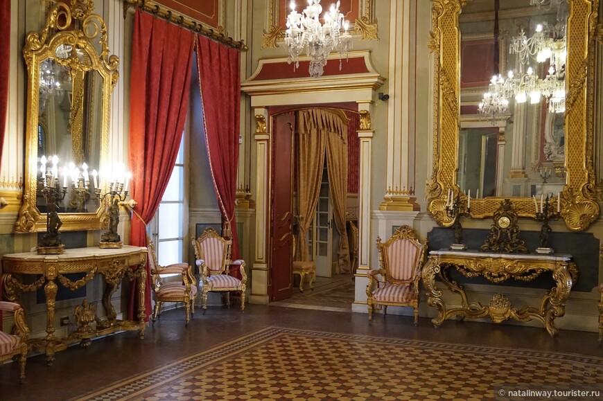 Интерьер дворца Каса Кастелярнау