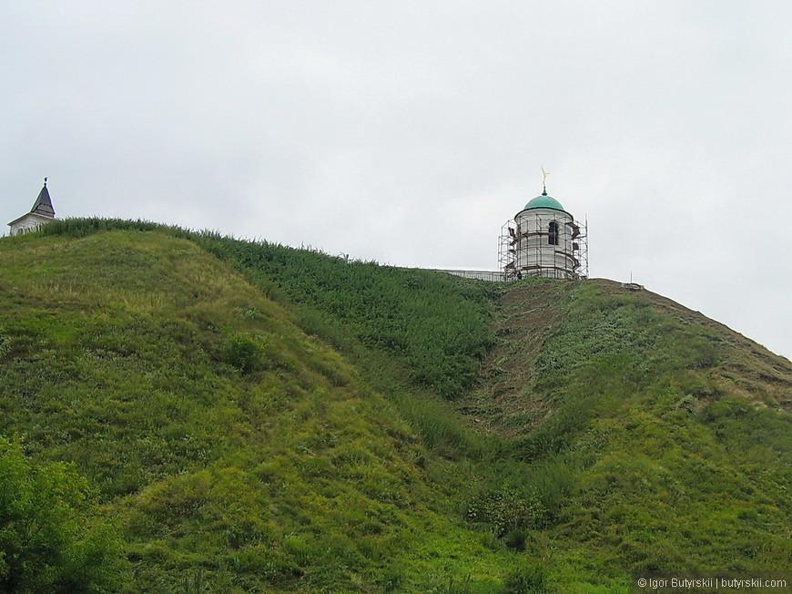 03. Тобольский кремль находится на холме, возвышаясь над городом.