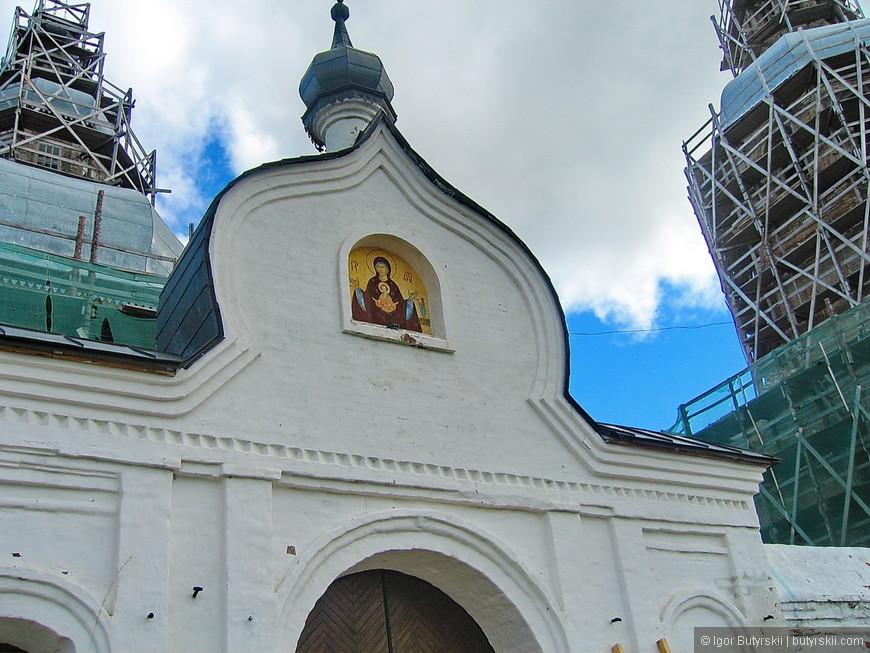 31. В 20 километрах от города находится Абалакский Знаменский монастырь.