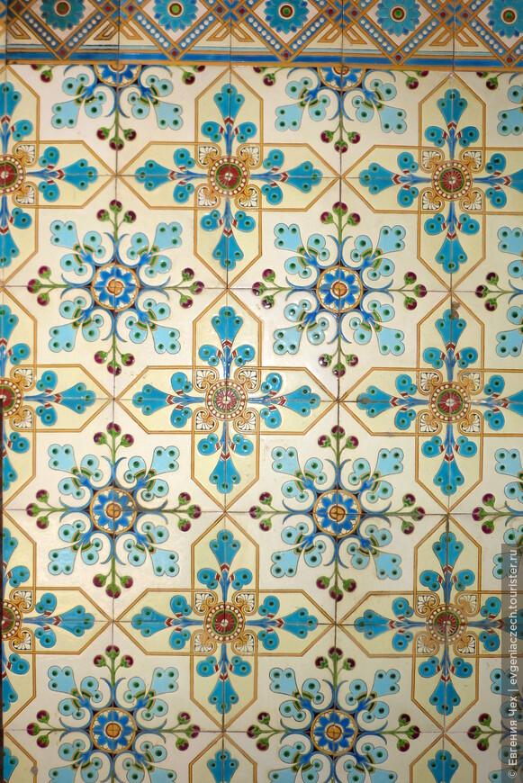 В отделке замка - все самое лучшее, плитка из Испании, ручная работа.