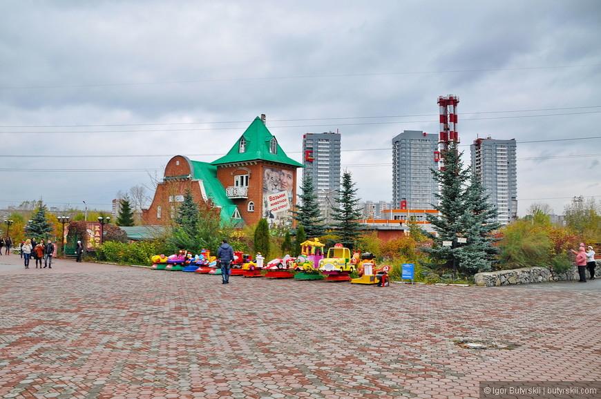 01. Территория зоопарка довольно большая, находится зоопарк практически в центре города на стыке исторического центра и жилых районов, добраться можно на транспорте.