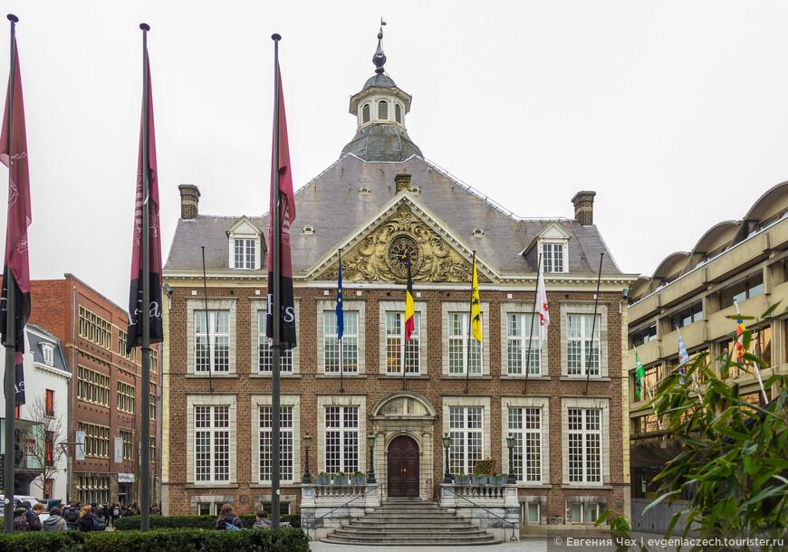 Городская ратуша, 1630, на Зеленой площади