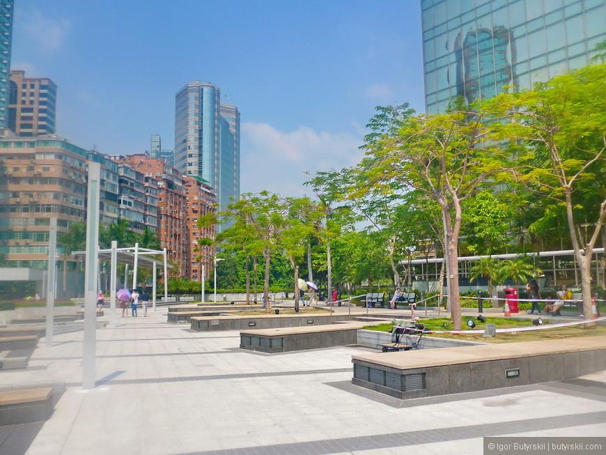 08. Все территории в городе облагорожены, везде парки и скверики, не пропадает ни одного метра (привет огромным площадям из наших городов).