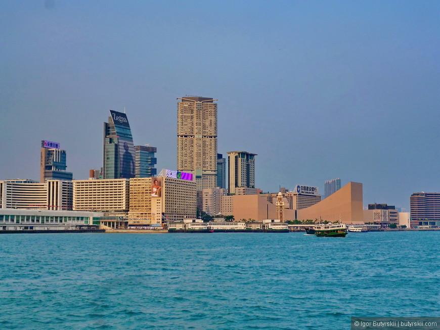 20. Вид на Коулун со стороны острова. Кстати именно в Коулуне находится самый высокий небоскреб Гонконга.