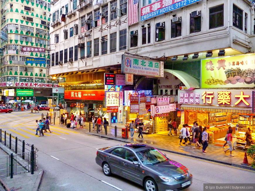 26. Кстати, люди очень культурные, пешеходы идут только на зеленый и только по зебре, машины наоборот всегда ждут зеленого не дергаясь, никто не гоняет по улицам, и, что самое интересное в городе нет пробок.