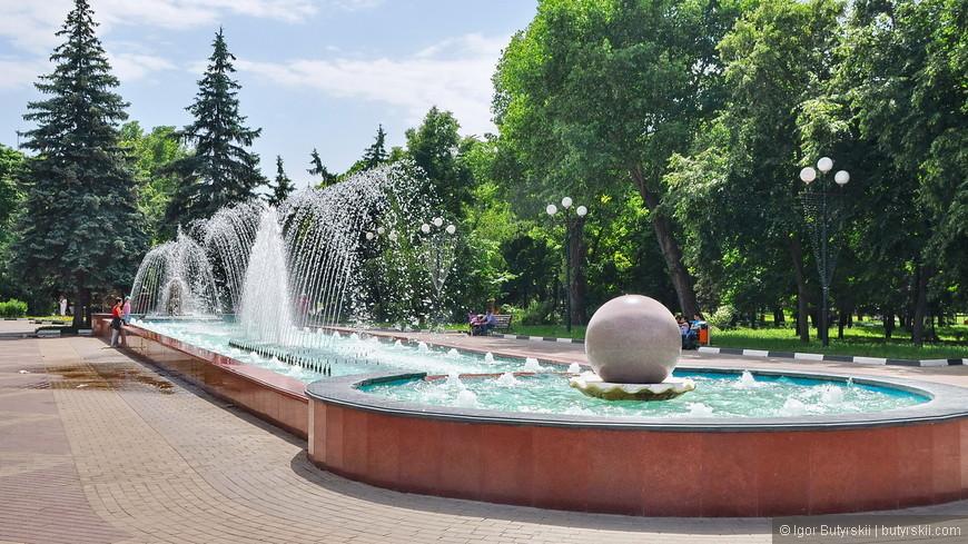 01. В городе огромное количество фонтанов. В жаркий день они так помогали.