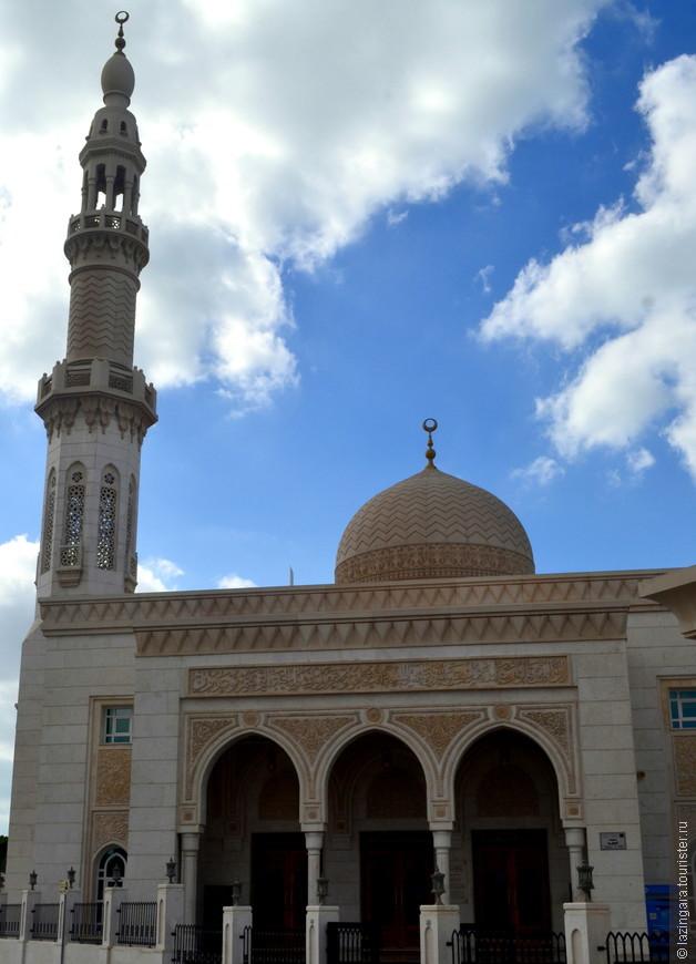 Красивая маленькая мечеть в Джумейре