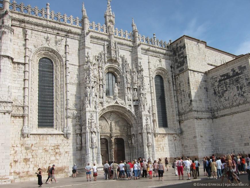 Лиссабон, монастырь Жеронимуш - это одно из выдающихся архитектурных сооружений в стиле мануэлино.