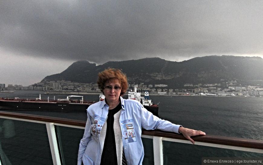 Раннее утро, стихия.  За моей спиной - Гибралтарская скала, у подножия которой - город. В античные времена это место считалось краем света. Геркулесовы Столбы, включающие в себя Гибралтарскую скалу на европейской стороне и на африканской Джебель-Муса, были краем изведанного людьми мира. Гибралтарская скала представляет собой известняковый монолит, который возвышается в юго-западной части мыса. Высота скалы составляет 426 метров.