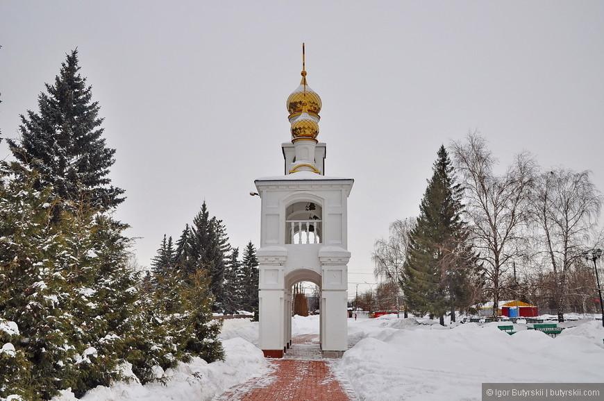 01. Сегодня Тольятти – зимний, в центре города находится чудесная часовня – ворота. В зимних красках выглядит отлично.