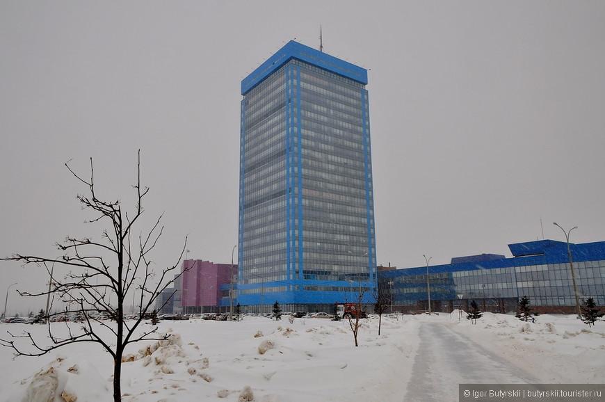 13. Здание заводоуправление АвтоВАЗ. Завоз занимает огромную площадь, на территории есть даже музей, про него будет отдельный пост.