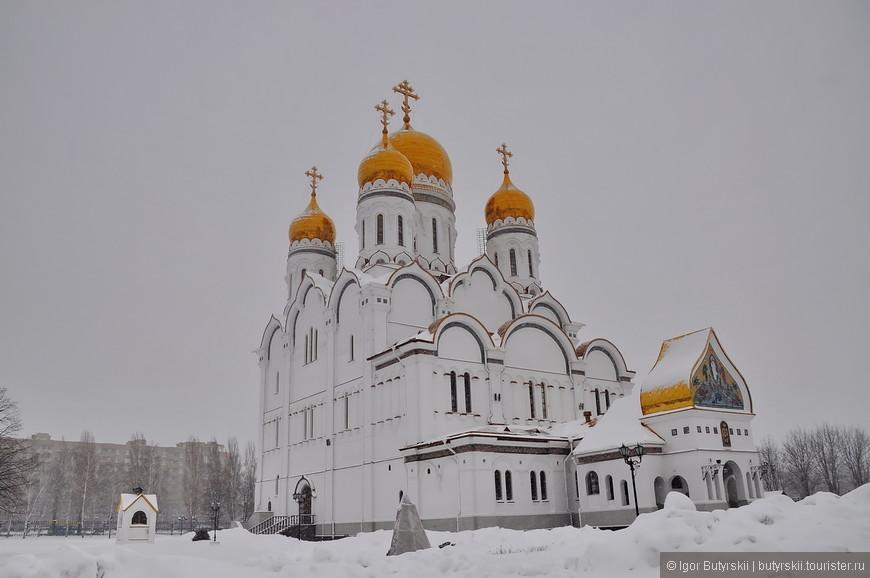 23. Тольятти – город не избалованный туристами, но я советую заскочить в него по пути в Самару или просто при проезде по трассе М5, она как раз проходит через город.