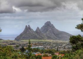 Люди на Маврикии привыкли жить среди вулканов. Если задуматься, что может натворить разбушевавшийся вулкан, становится страшно..