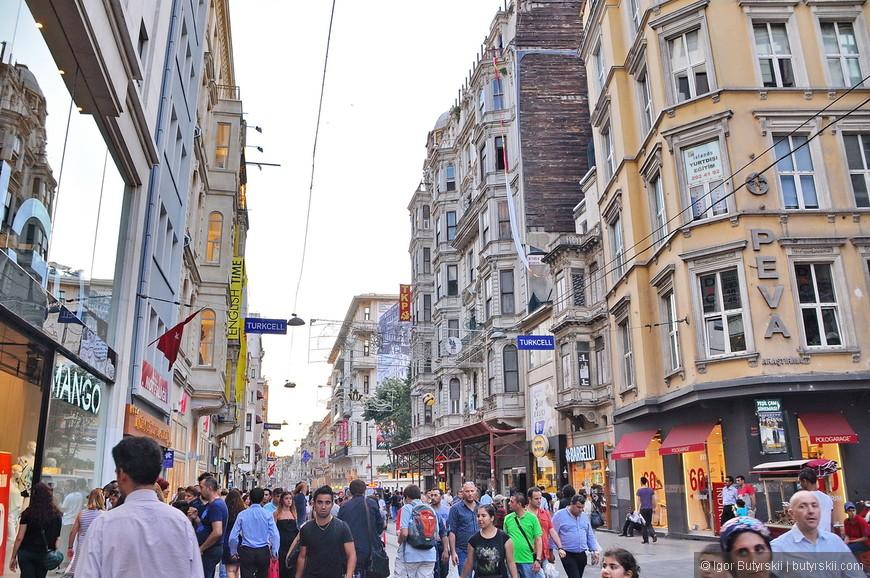 12. На улице очень много людей, местных больше туристов, соответственно английский знают не во всех местах, учитывайте это.