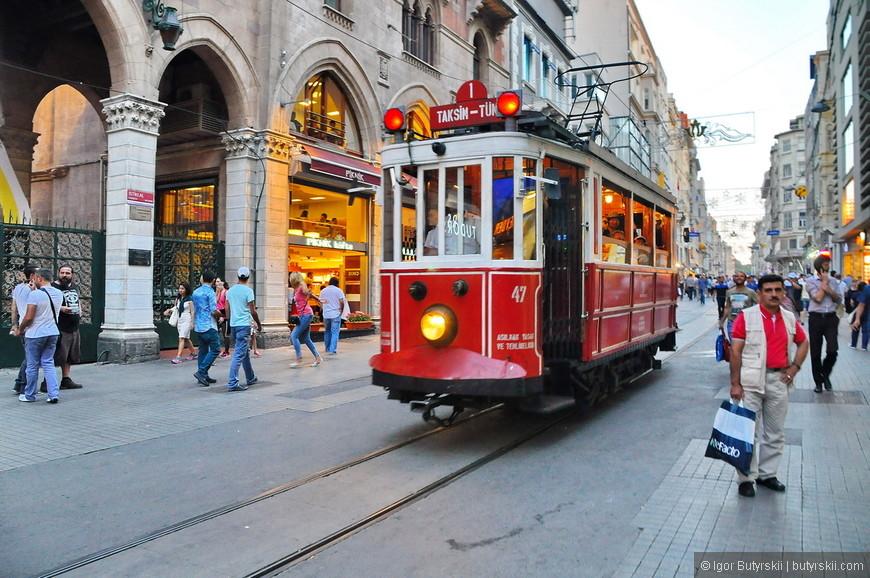 13. Трамвай просто великолепен, всегда полон, всегда популярен. Вызывает только умиление (лучше этого трамвая есть только трамвай в Гонконге).