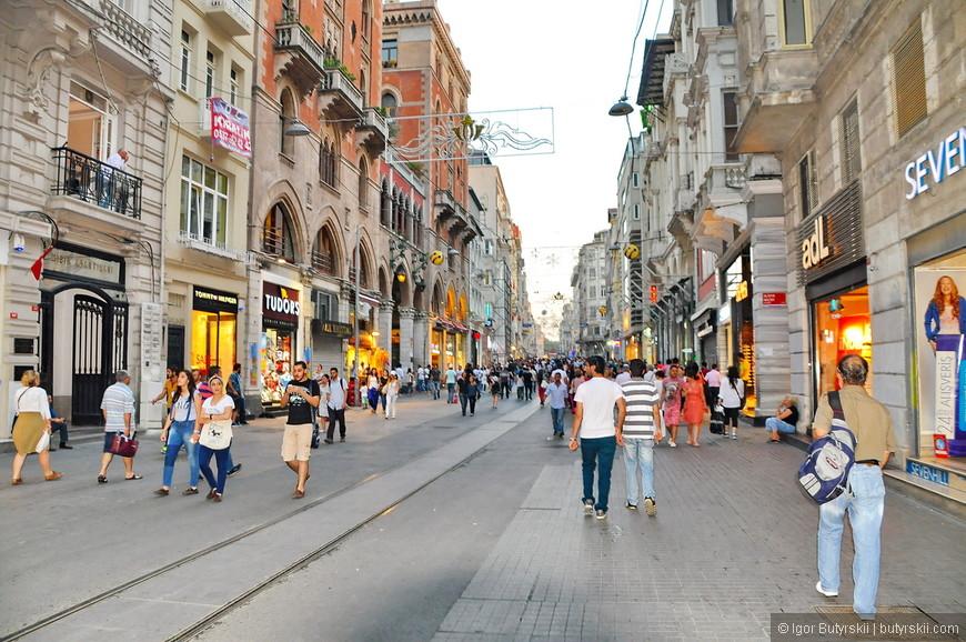 14. Улица довольно длинная, можно гулять несколько часов.