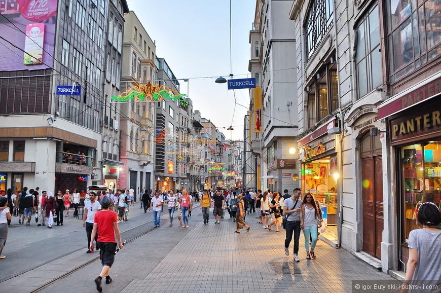 16. Будете в Стамбуле – приезжайте на Таксим и погуляйте по площади и соседним улицам, почувствуйте Стамбул.