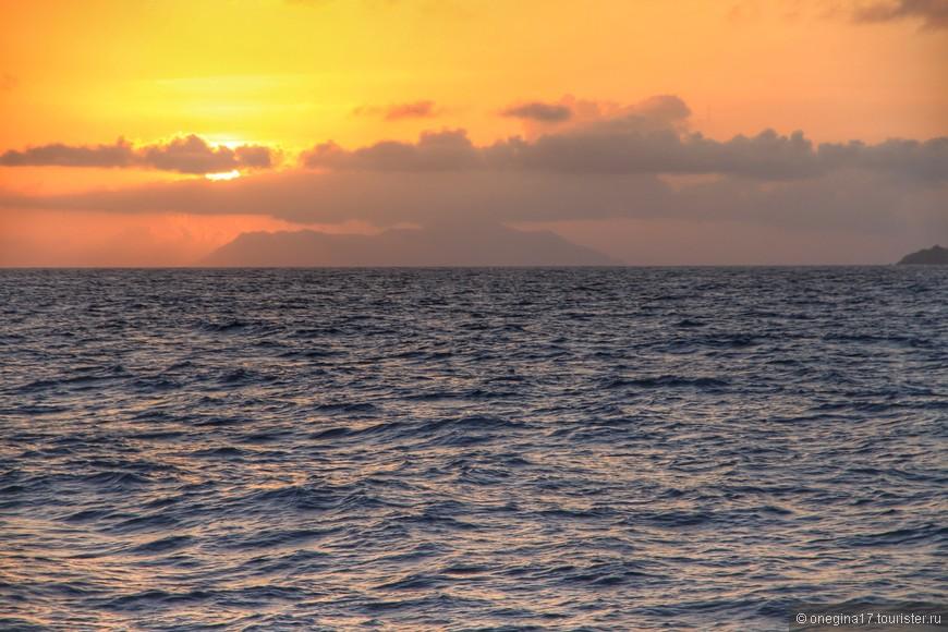 Острова. Закат. Сейшелы.