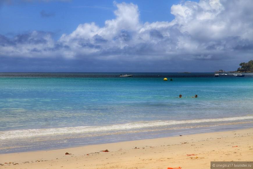 Развлечения на пляже есть. Но и пляж, сам по себе, развлечение для наших северных душ..