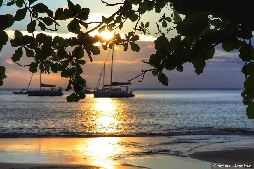 Пляж Бю Валлон. Длинная отмель, чистейший песок, теплейший океан, солнце, жарящее от всей широты души, прохладный ветерок, совершенная тишина и девственность природы...