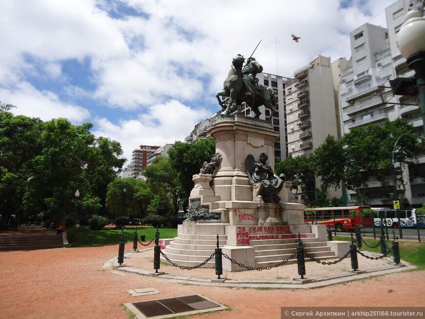 Я направился в этот район после возвращения из Уругвая. Начало маршрута следует начать с площади Италии, до которой можно доехать выйдя на станции метро с тем же названием - Plaza Italia