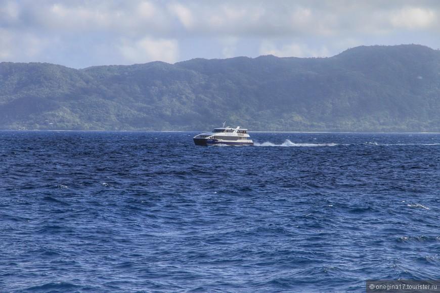 Движение весьма оживленное - да и как еще путешествовать с острова на остров?