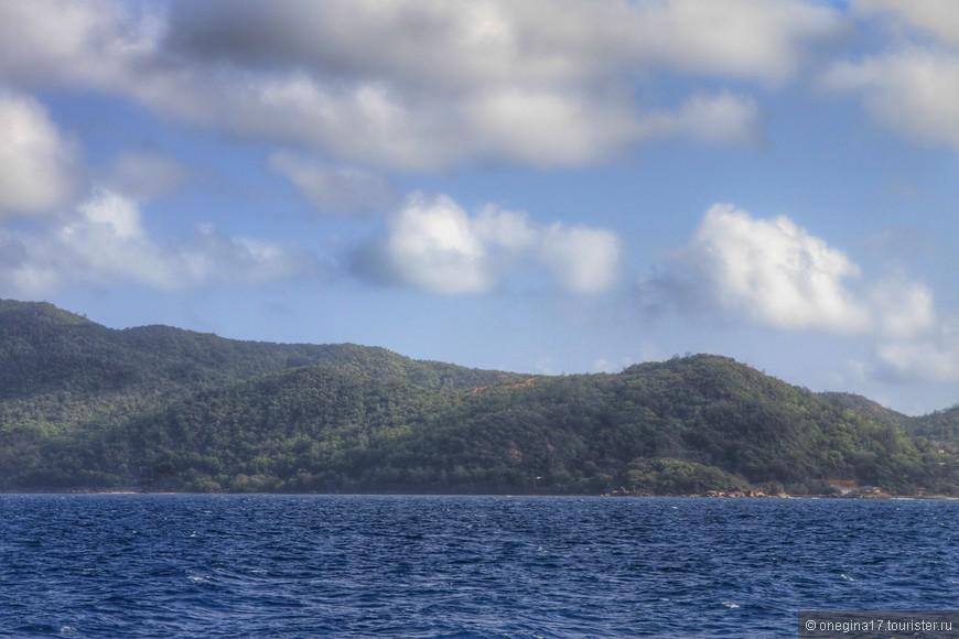 О том, что острова Сейшел маленькие,  понимаешь отправившись в путь.