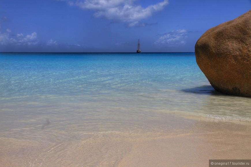 Пляж Лацио - главная фишка Праслина. Белоснежный мельчайший песок, теплейший океан, чистейшее небо, яркое солнце и совершенно нетронутая цивилизацией природа, среди пальм и огромных валунов. Только ради этого стоило посмотреть Праслин.