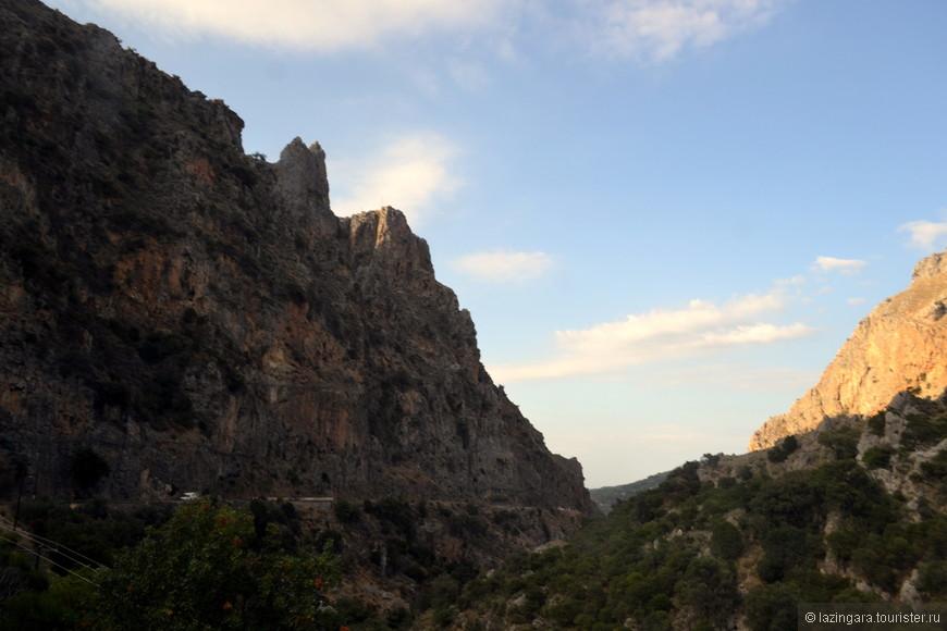 Глубокие горные ущелья