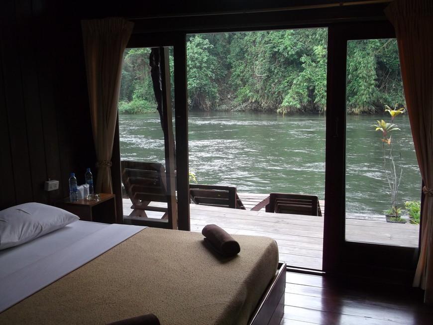 Отель на реке Квай