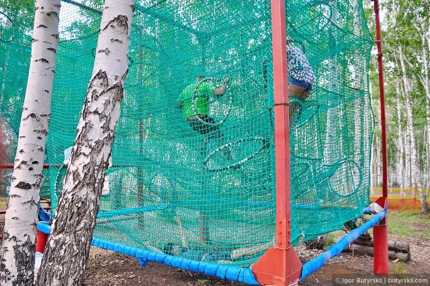 23. Прямо в лесу сделали кубы, скалодром, тарзанку, картинг, пейнтбол и прочее. Хорошее использование зимней инфраструктуры в летнее время.