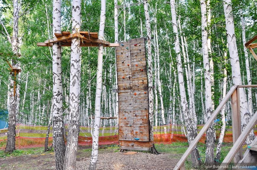 25. Все развлечения обустроены в лес. Видимо не одно дерево не пострадало.