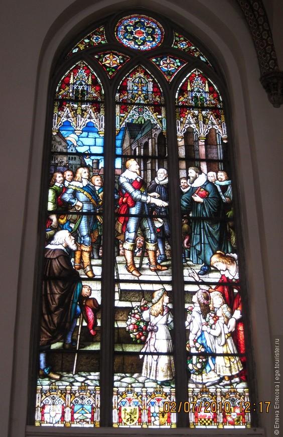 """11. Домский собор витраж  """"Делегация Риги приветствует   шведского короля Густава II Адольфа   при вступлении в Ригу  25 сентября 1621 года"""""""