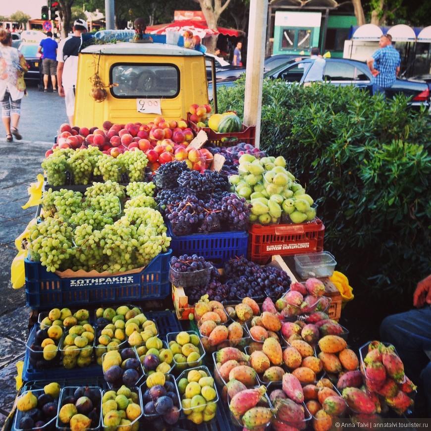 фрукты, на входе в старый город