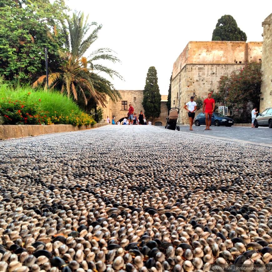 дороги в старом городе выложенны камушками
