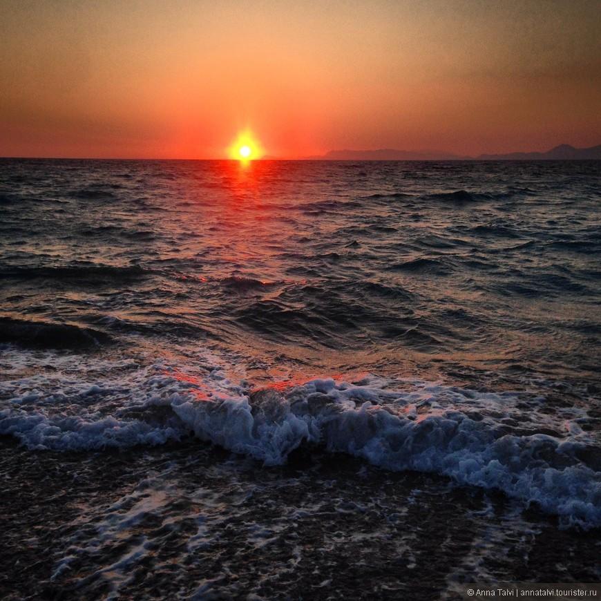 прыгая по волнам в теплом, шумном море, и не намочив  волосы - это моя удача! Но при выходе из моря получаешь пенок волной и накрывает с головой...