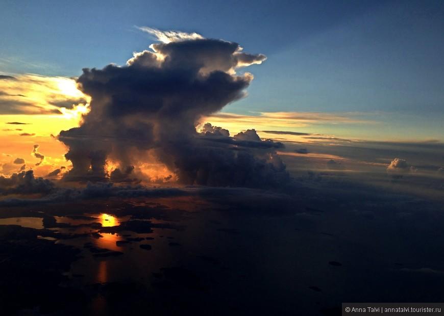 Безумно красивый восход, наблюдаем, как просыпается земля. Кусочек видео :  http://instagram.com/p/tqVpCvp0gJ/?modal=true
