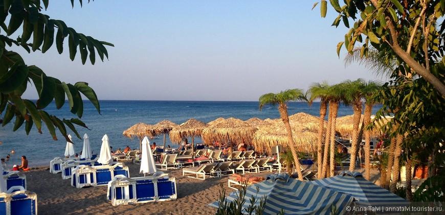 спокойный пляж Cредиземного моря