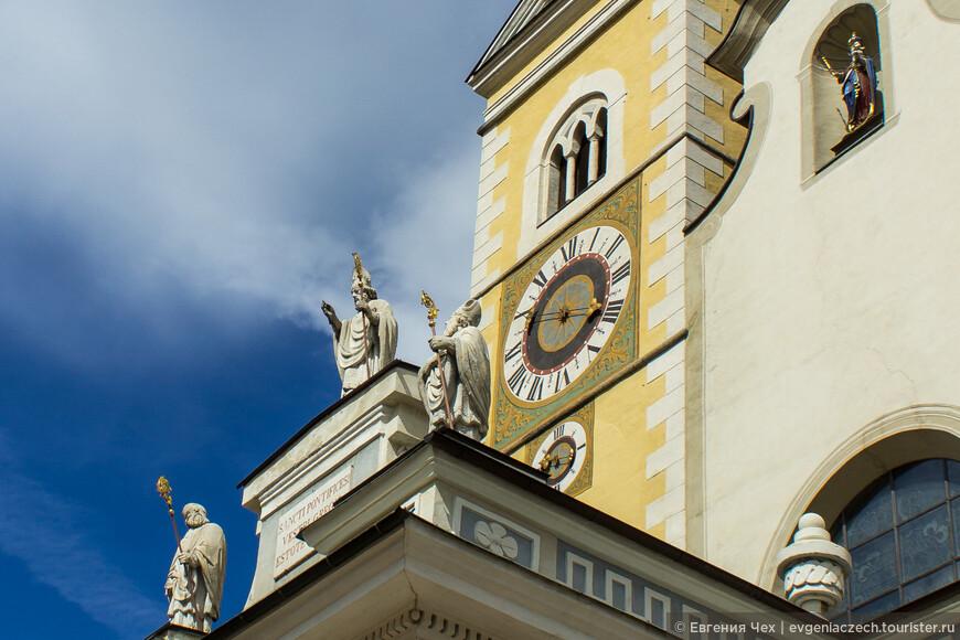Князи, они же епископы Бриксена, увековечены на внешней части собора.