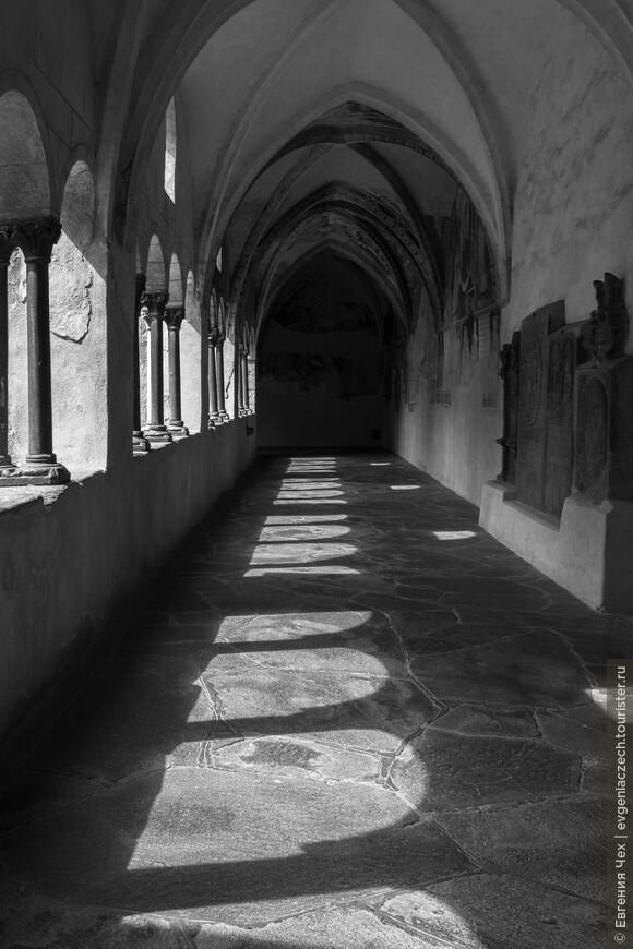 Знаменитая крытая галерея была построена уже в 10 веке как часть резиденции кайзера.