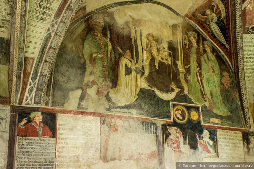 Фресками из священного писания были украшены стены и потолки аркад.